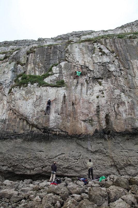 Jim 'Big Guns' McCormack climbing on the Beal Top Gun 10.5mm at LPT, North Wales, 153 kb