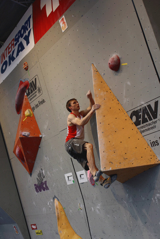 Stew Watson putting in a sterling performance for the UK in the men's bouldering competition, 89 kb