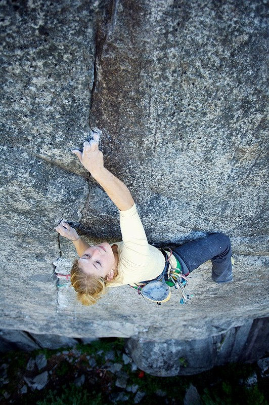 Hazel Findlay climbing '69' the 5.13b/c (E8?) crack in Squamish, 217 kb