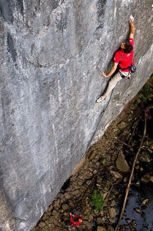 Neil Mawson onsighting Crock of Gold (F7c+) at Dinas Rock - South Wales, 174 kb