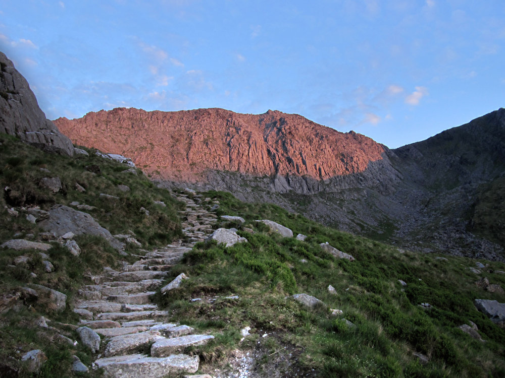 Glyder Fach glowing red from the setting sun., 188 kb