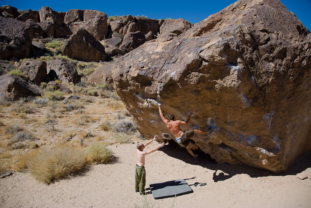 The Hulk V6 on the Happy Boulder at the Happy Boulders, the Volcanic Tableland, 201 kb