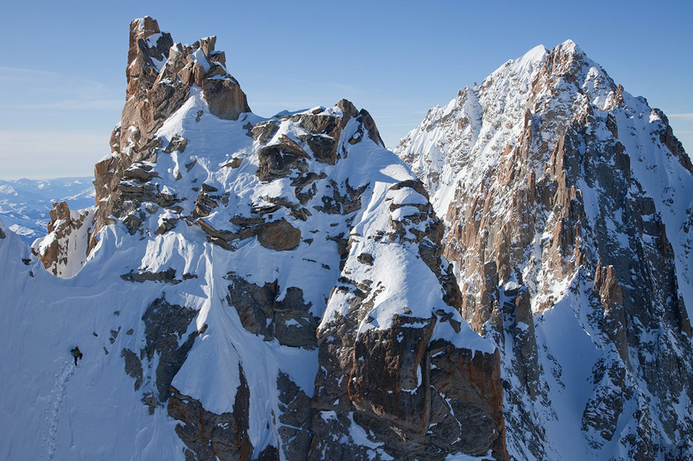 Ueli Steck approaching the Breche des Droites on his speed solo. Background peak of the Aiguille Verte, 207 kb
