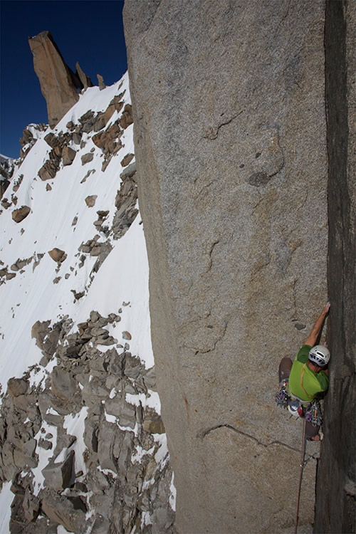 Jon Bracey on the 6c finger crack of Dam de Lac. Aiguille du Midi, 141 kb