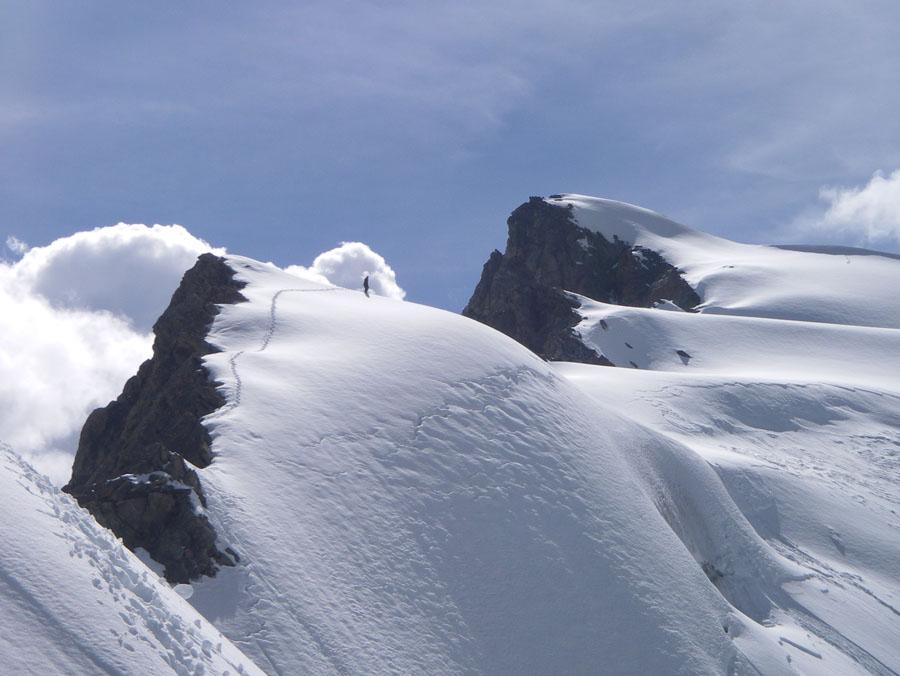 Alan on easier ground near the summit of Koh e Iskander, 106 kb
