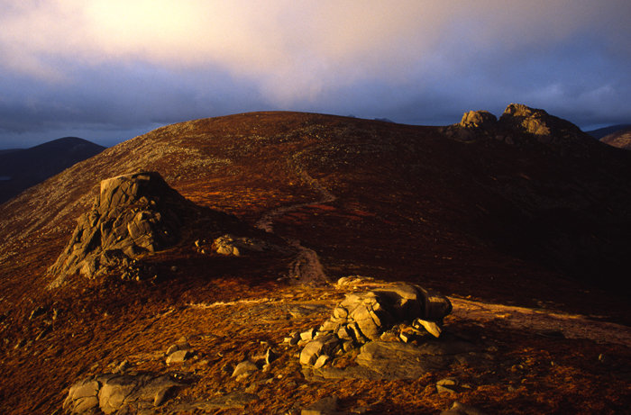 Golden Granite Tors of Slieve Binnian, 93 kb