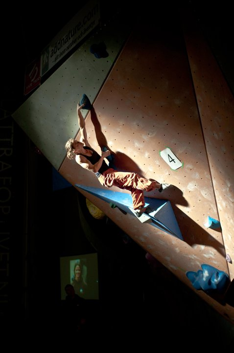 Anja Hodann flashing the last problem in the final, 41 kb