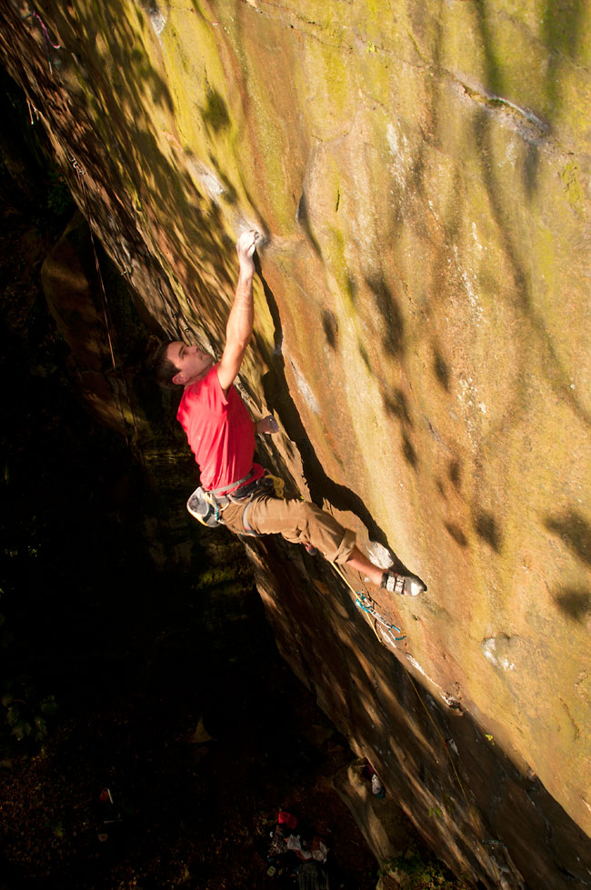 Jordan Buys dispatching The Cartel E7 6c ground up with one fall.                      , 162 kb