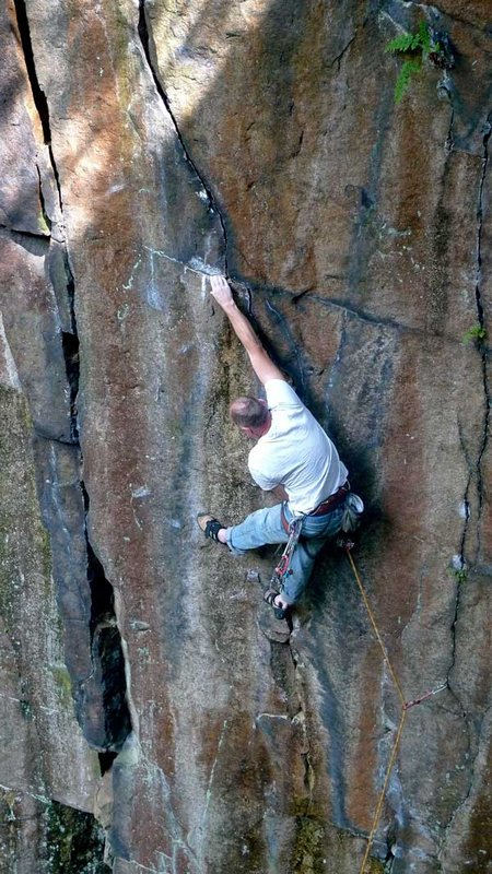 Mick Johnston at full stretch on grit master Jerry Peel's classic The Senate E6 6b, 110 kb