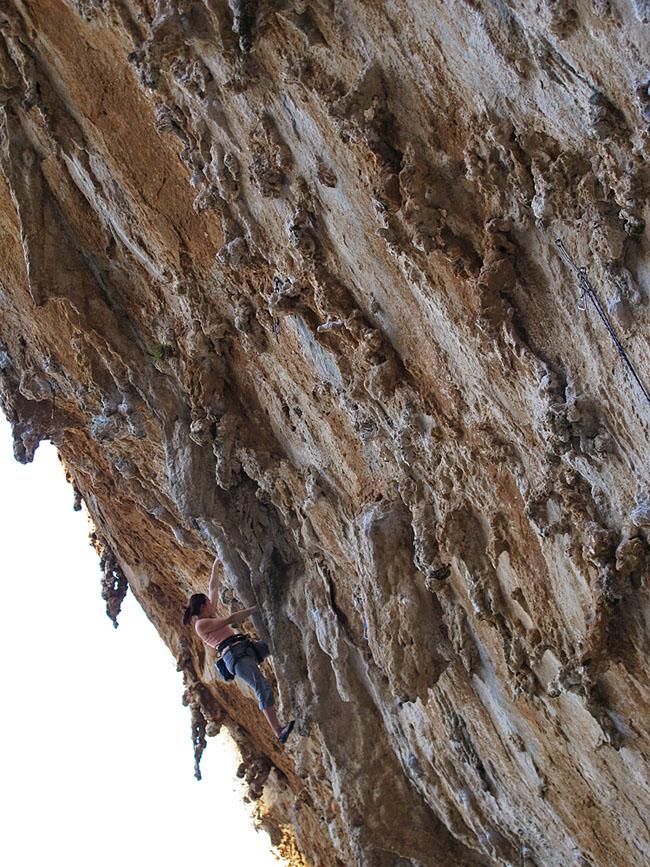 Emma Twyford - Aegialis (F7c), Kalymnos, 224 kb