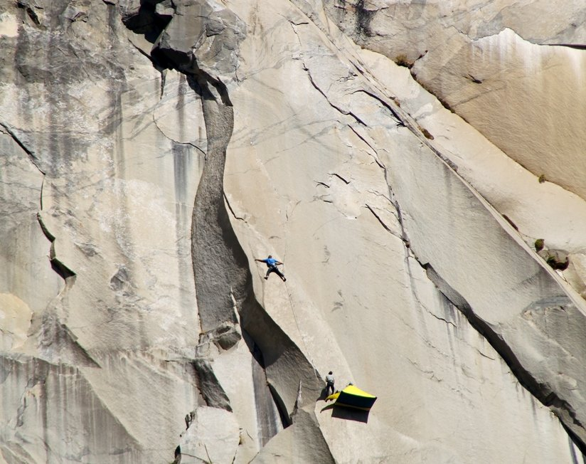 Leo Houlding free climbing the 'A1 Beauty' - high on The Prophet, El Capitan, 115 kb
