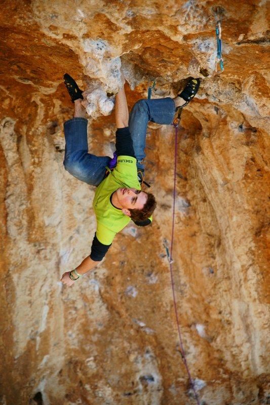 Robbie Phillips climbing Daniboy, 8a, 95 kb