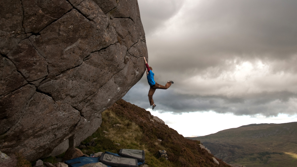 Ned Feehally repeating Will on the Mallory boulder, 234 kb