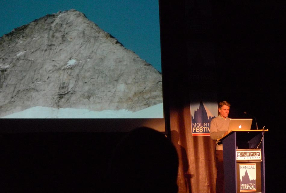 Peter Habeler delivering his lecture at Kendal 2010, 52 kb