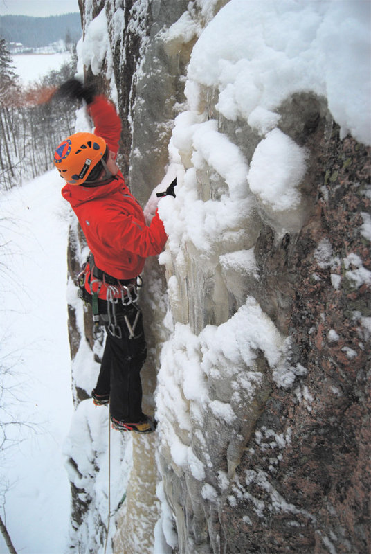 Toby ice climbing in the Alpinist Jacket and Salopettes, 111 kb