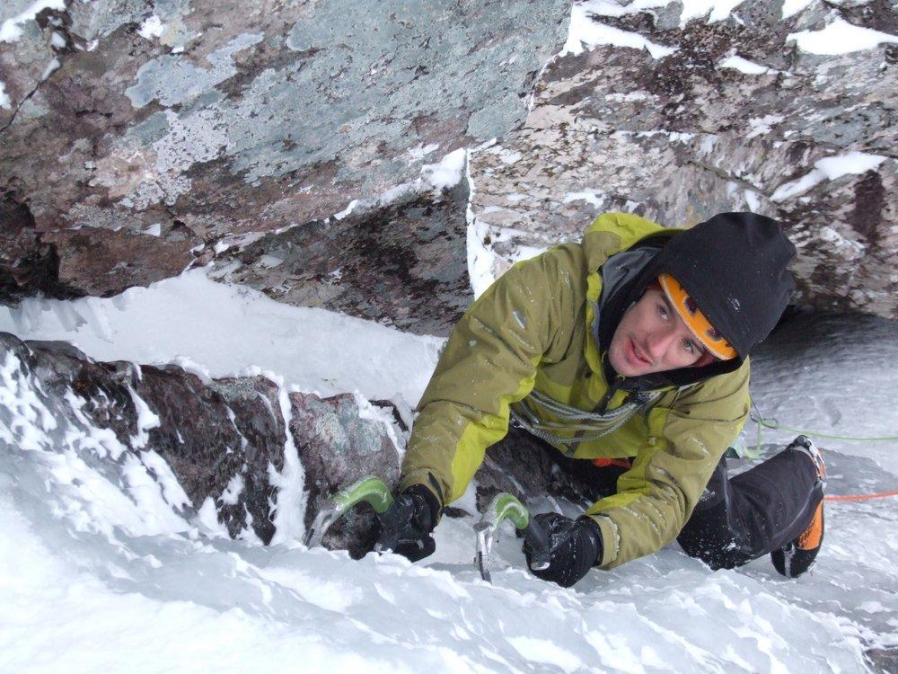 The Pinnacle - Dave MacLeod Climbing Minus Three Gully on Ben Nevis, 171 kb
