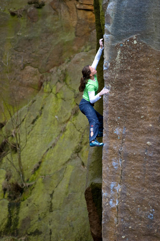 Anna Stoehr bouldering the classic Technical Master at Millstone, 140 kb