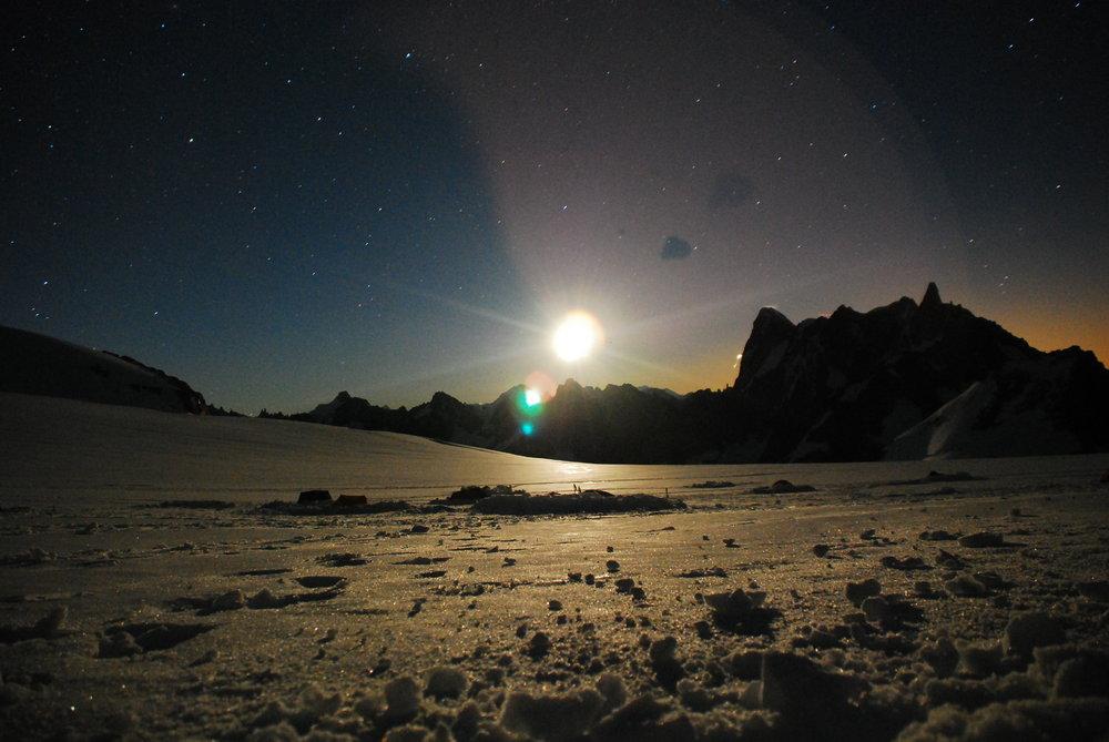 Full moon at Valee Blanche, Chamonix - august 2010, 134 kb