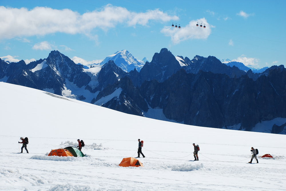 Climbers at Valee Blanche, 124 kb