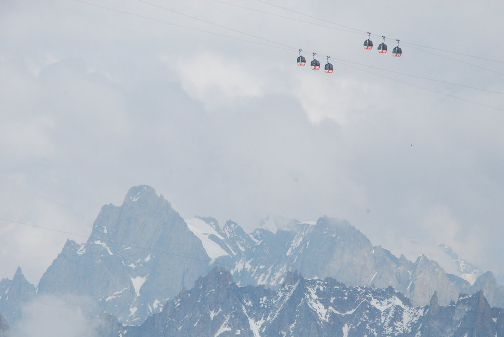 Cablecar seen from Valee Blanche, 83 kb