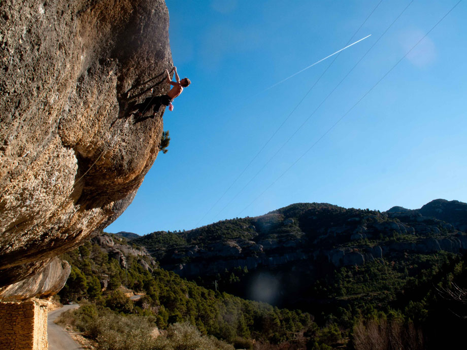 James Pearson onsighting Photoshot (F8b) in Margalef, Spain, 169 kb