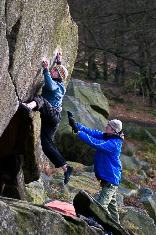 Rob Napier, spotted by Tom Pape, attempting The Joker (Font 8A) - the stand start to The Ace (Font 8B), 171 kb