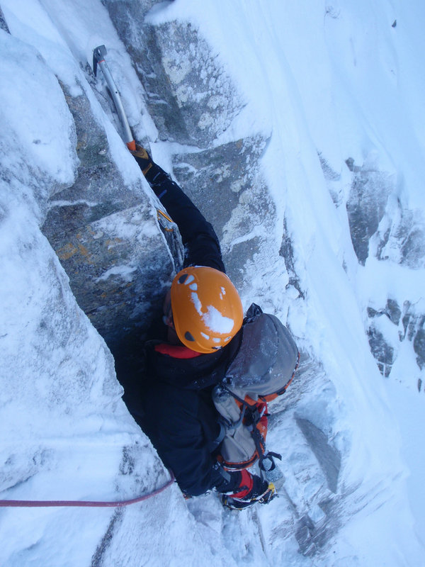 Tussling with the mixed moves on Crest Route, Stob Coire nan Lochan, 103 kb