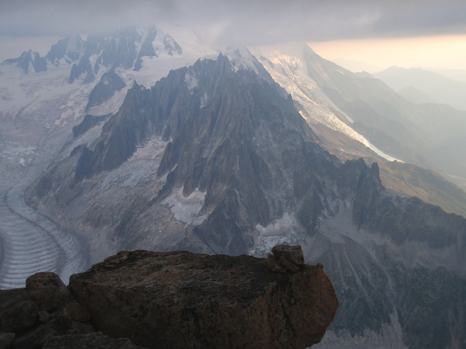 The view from the summit of the Grand Dru - bad weather clearly visible., 103 kb