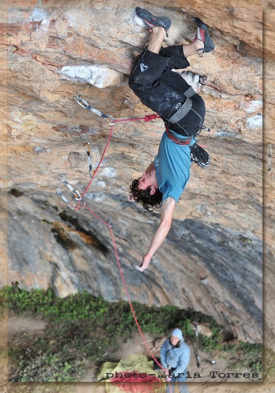 Tom Bolger 'resting' on Ciudad de Dios - 9a/+ at Santa Linya, Spain, 112 kb