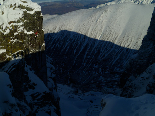 Charly Fritzer making the second ascent of To Those Who Wait IX,9 - Ben Nevis, 96 kb