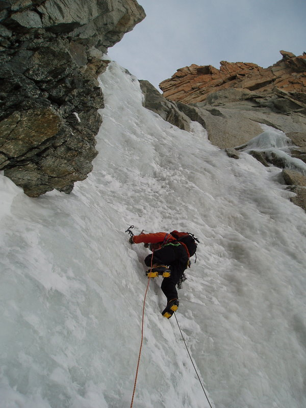Dave Green romping up the Supercouloir, 94 kb