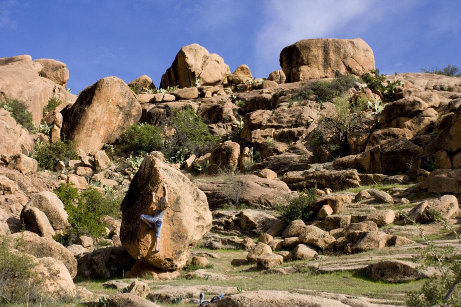 Sarah Burmester bouldering on the granite eggs of Tafroute, 207 kb