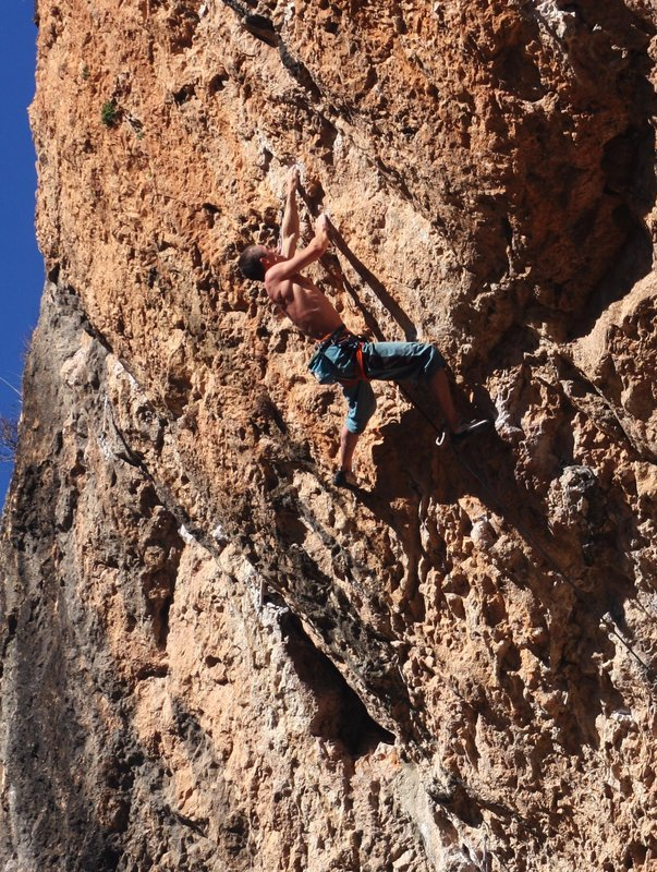 Steve McClure climbing the F8c+ route of Blomu at Santa Linya, Spain, 204 kb