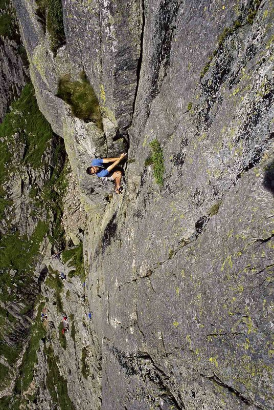 F Route on Gimmer Crag, 195 kb