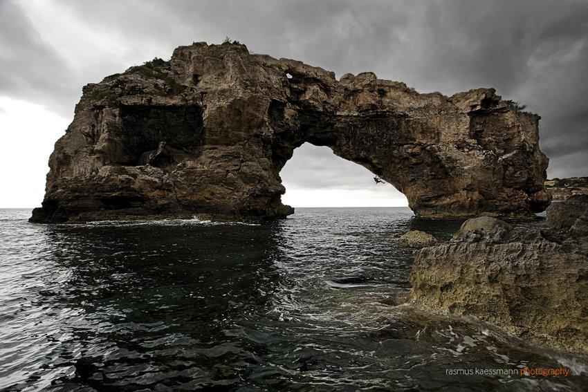 The stunning arch of Es Pontas, 176 kb