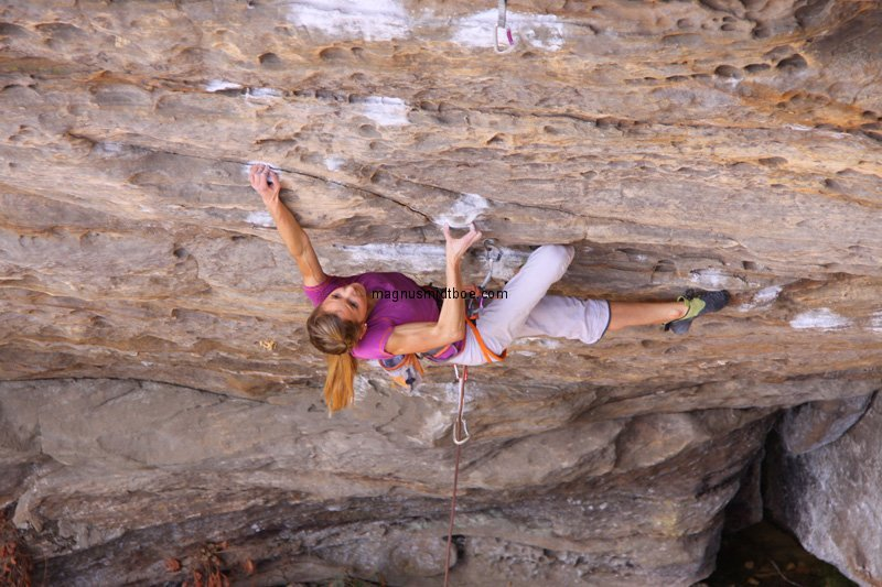 Sasha Digiulian on Southern smoke, 8c+, 100 kb