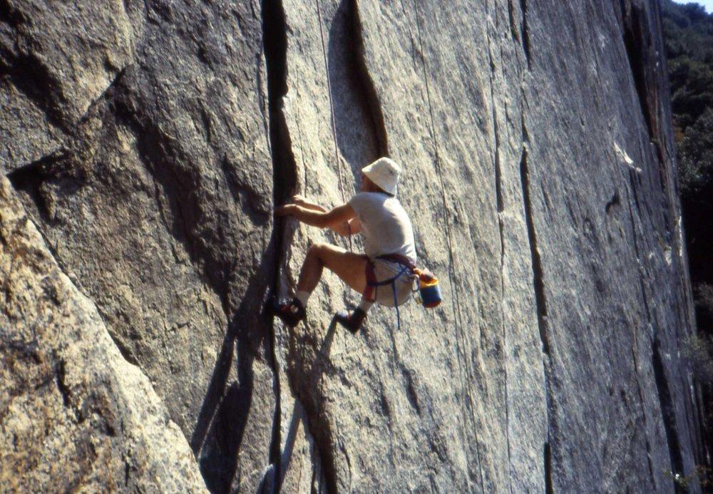 An Englishman climbs a handcrack., 179 kb