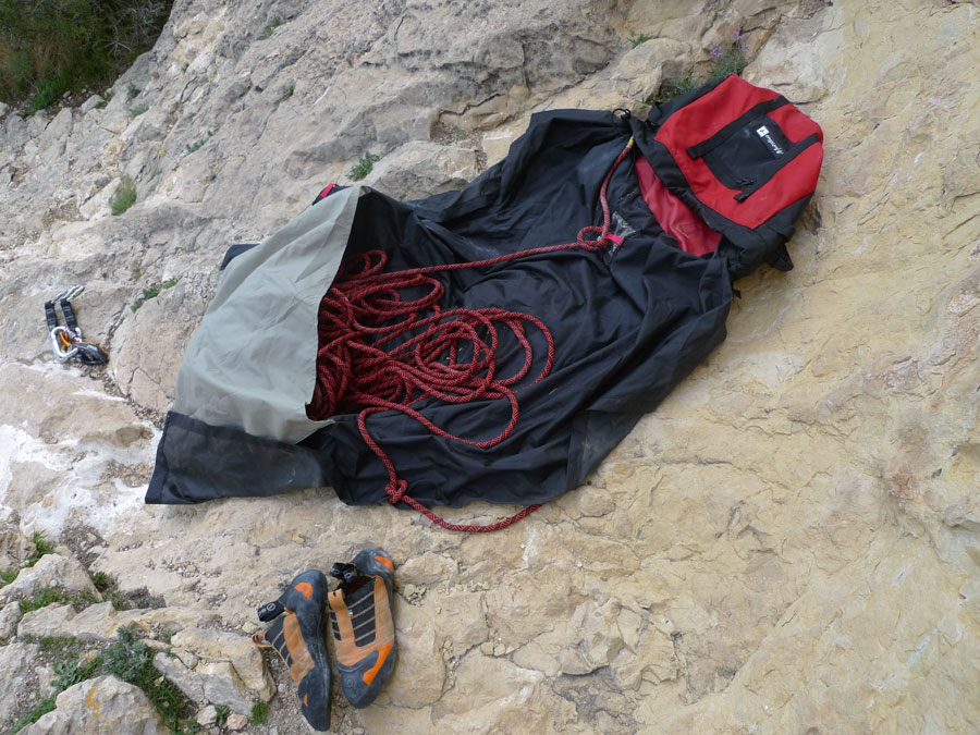 Metolius Rope Ranger - the built-in tarp pocket eases carrying between routes, 170 kb