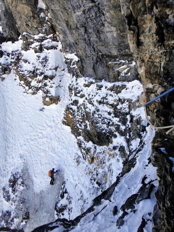 Jack Geldard gaining the Brittle Ledges, Eiger North Face, 208 kb
