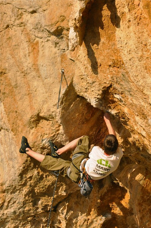 Ashleigh Wolsey Heard climbing O'Draconian Devil F8b/+, 135 kb