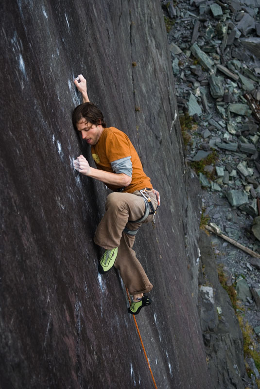 Pete Robins on the microscopically thin slab of The Very Big and The Very Small (F8b+), 116 kb