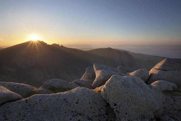 Caisteal Abhail, setting sun, May 2010, 205 kb