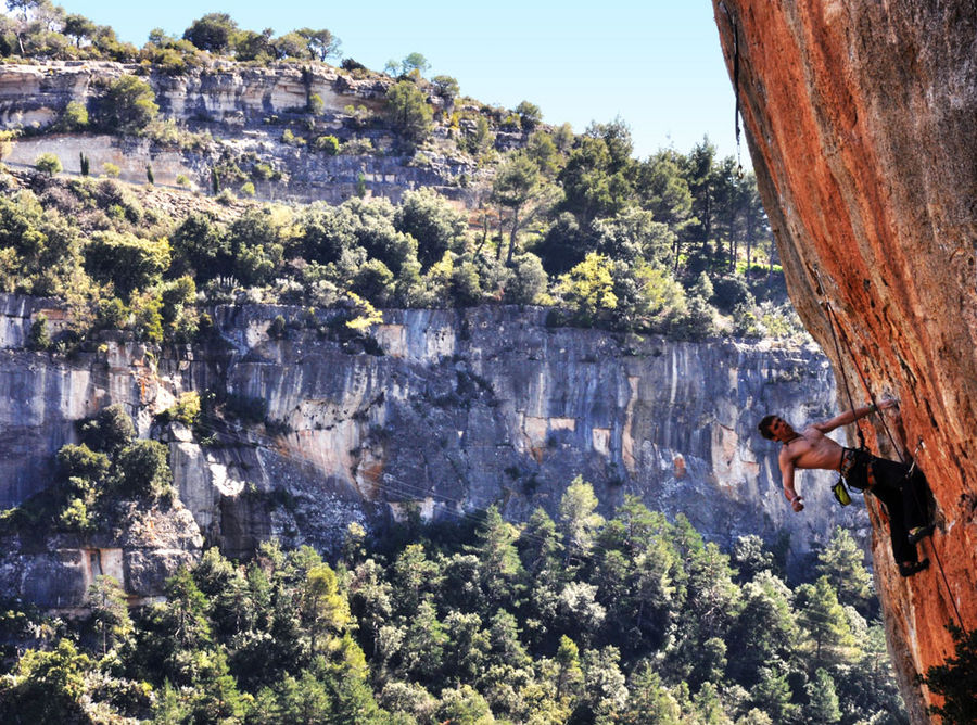 Robbie Phillips climbing Ramadan (8b) in Siurana, Spain, 216 kb
