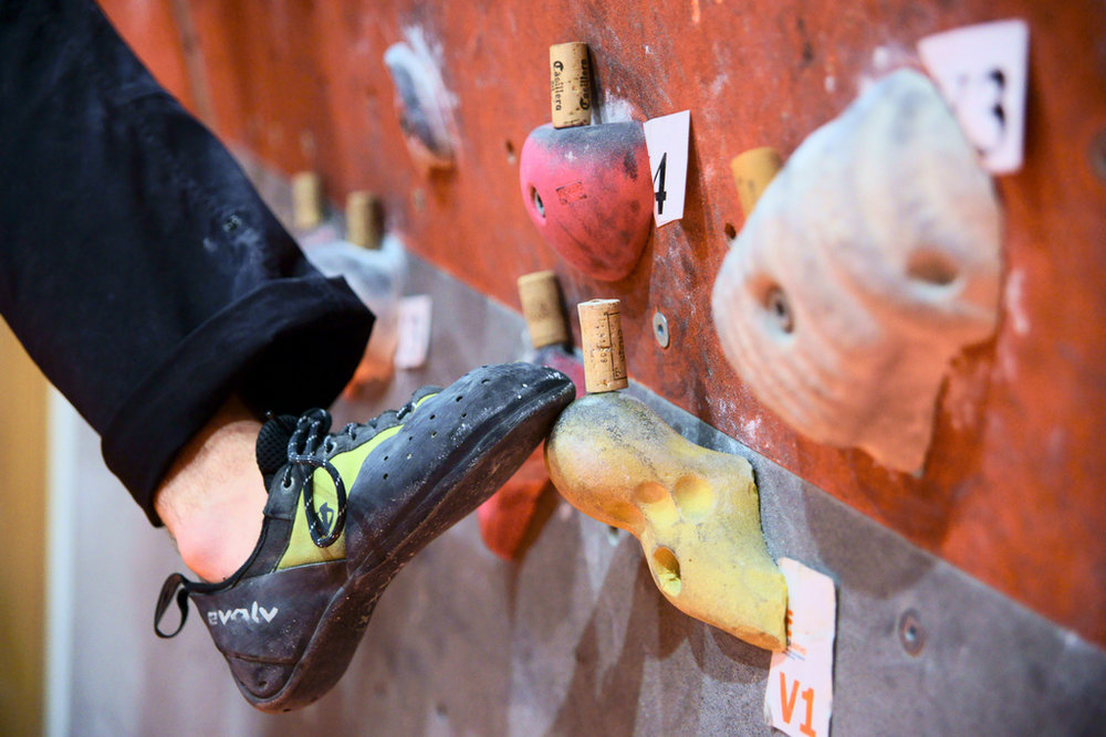 Using corks on footholds to force accurate foot placement, 141 kb