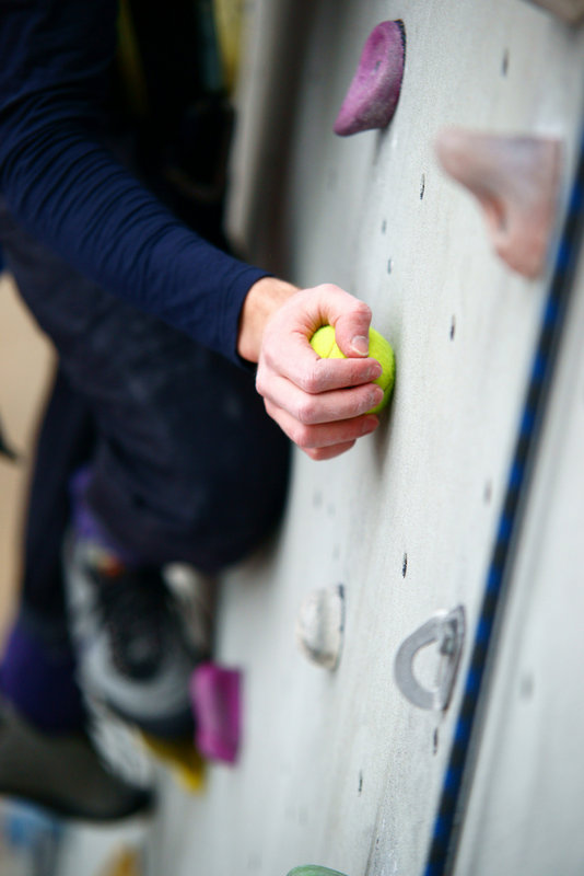 Climbing with a tennis ball in one hand, 57 kb