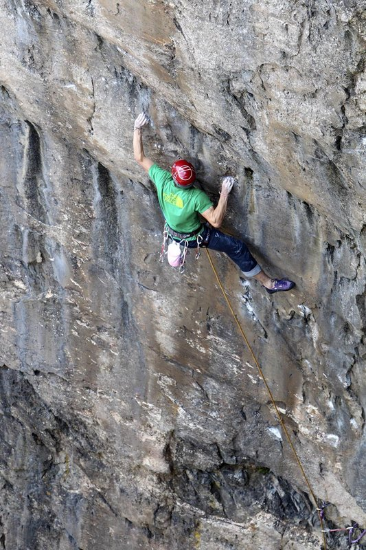 James Pearson making his ascent of Muy Caliente! E10 on his second attempt - Ground Up., 158 kb