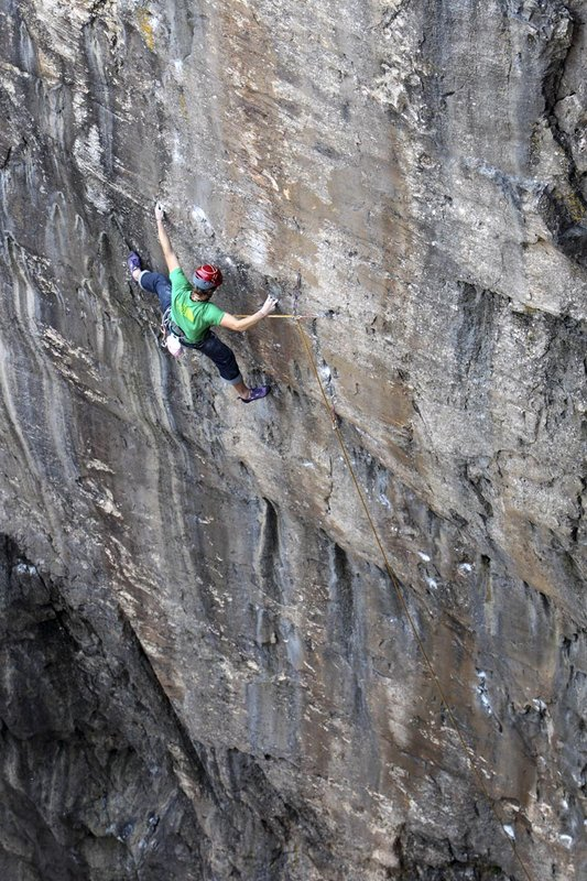 James Pearson making his ascent of Muy Caliente! E10 on his second attempt - Ground Up., 153 kb