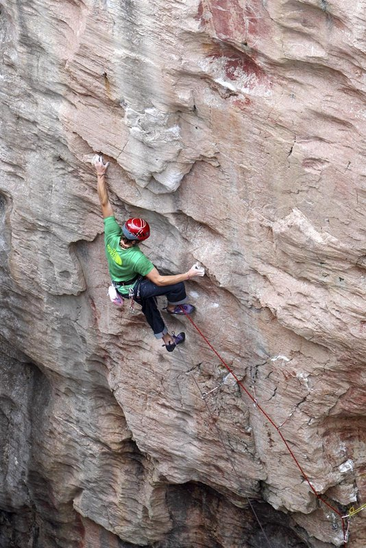 James Pearson on his new route 'Do you know where your children are?' in Huntsmans Leap, 148 kb