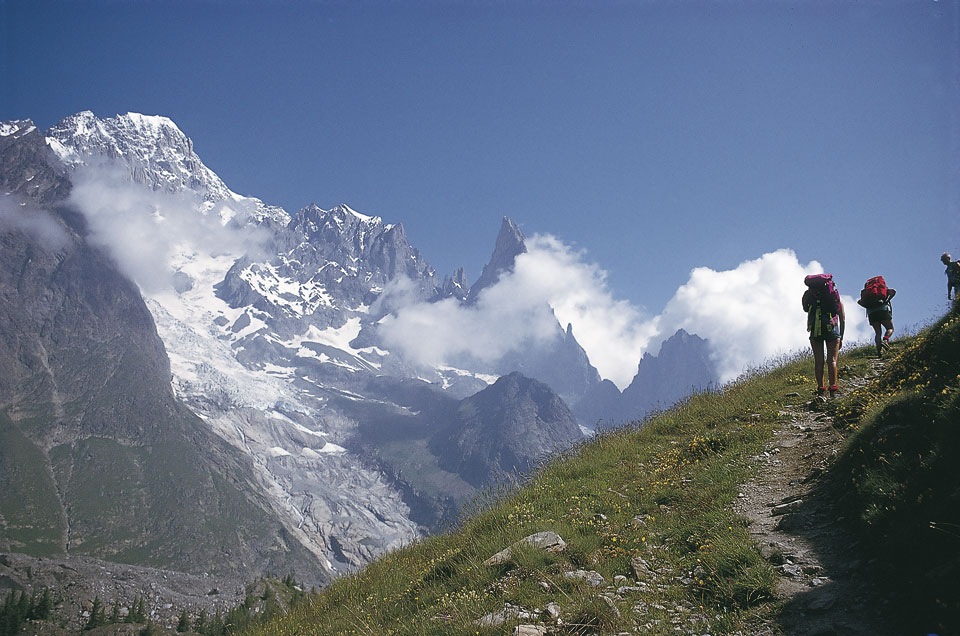 A wonderful balcony trail that eventually leads to Courmayeur, 144 kb