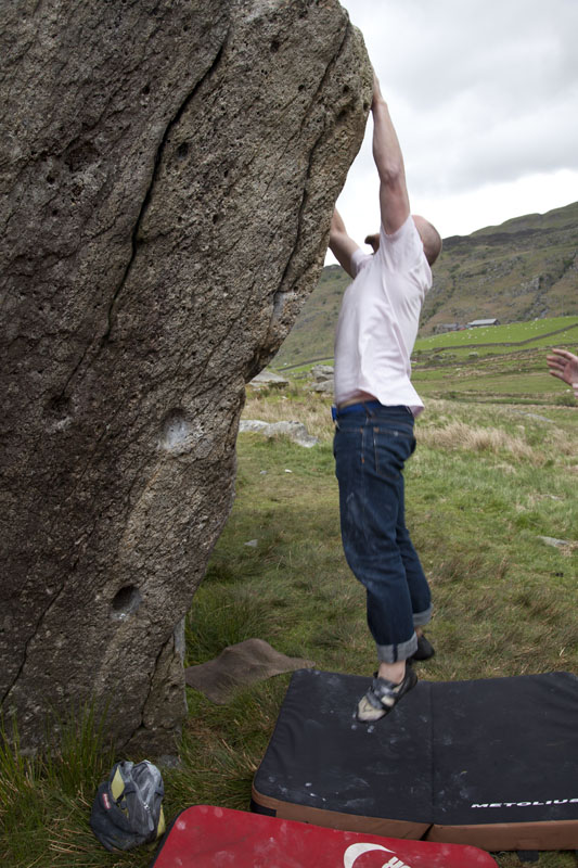 Dave from London on his bouldering workshop at the RAC boulders, 133 kb